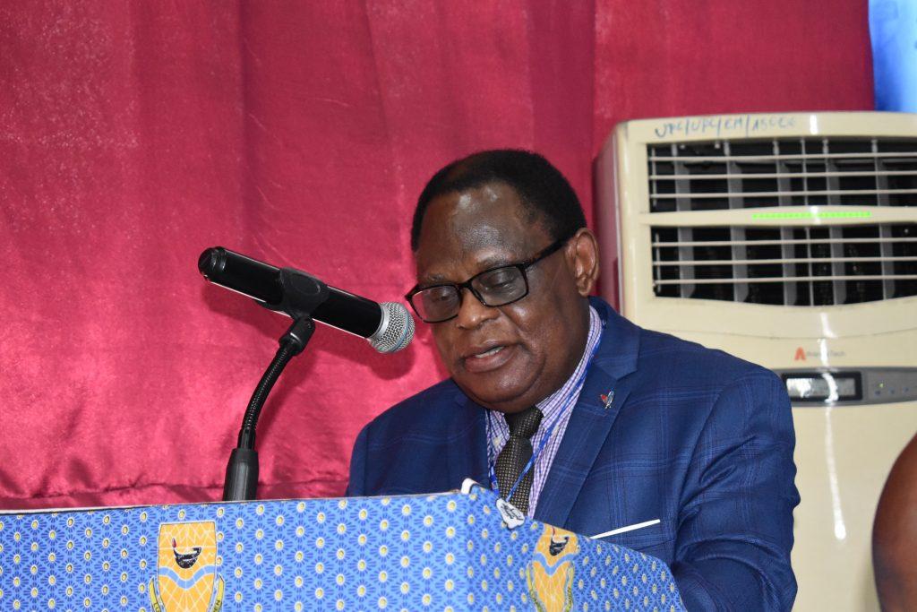 le professeur Ndaywel