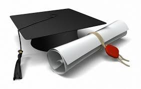 chapeau de toge et un diplôme