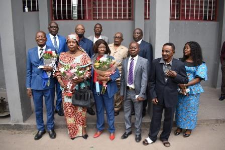 photo de famile: les retraités et les membres du Comité de Gestion